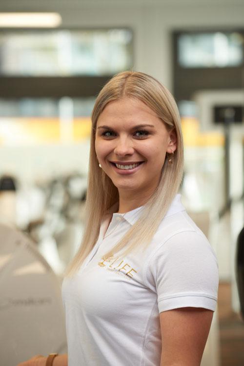 Customer Service Management: Luisa Schulze